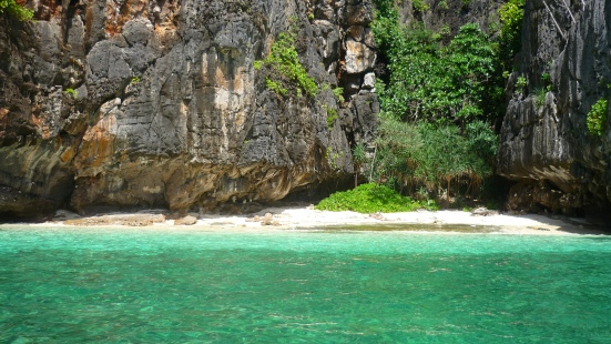 Small beach where we ate lunch between dives on Koh Phi Phi Leh in Thailand