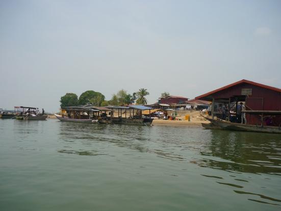 Leaving the commotion of Ban Nakasang by long-tail boat to Don Khon