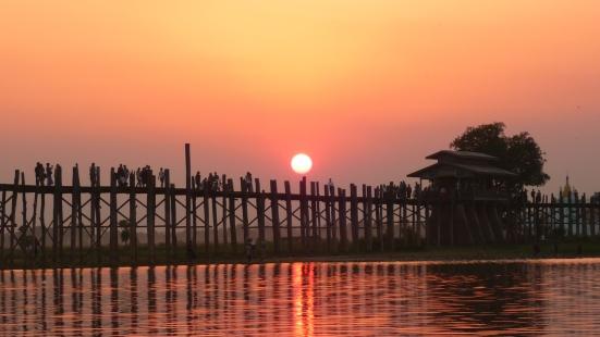 Oh so wonderful sunset at U Bein Bridge in Amanapura near Mandalay, Burma (Myanmar)