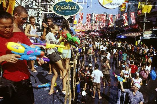 Water Festival in Bangkok (Picture source: http://www.eugenegoesthailand.com/?p=8155)